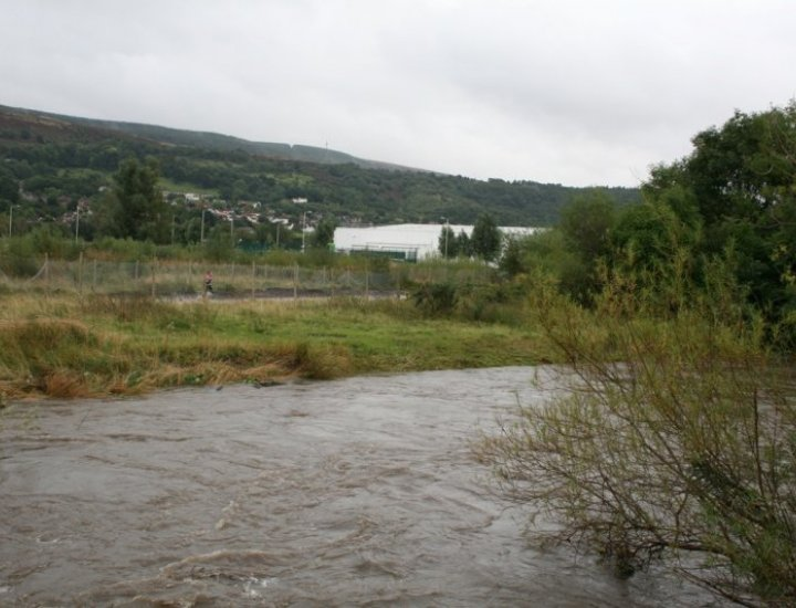 5/9/08 River Cynon in Flood next to Asda