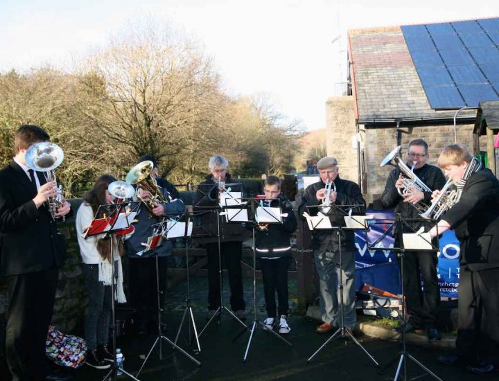 Cwmaman Silver Band at the Aberdare Santa run
