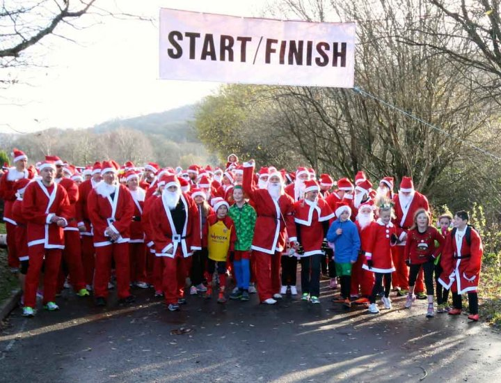 Start of the Aberdare Santa run 2014