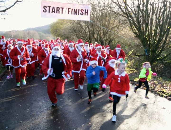 Santa runners set off in Aberdare