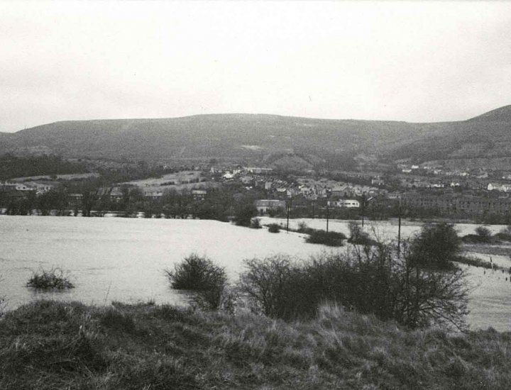 1980 Flooding at Tirfounder Fields now part of  Persimmon Coed Dyffryn site