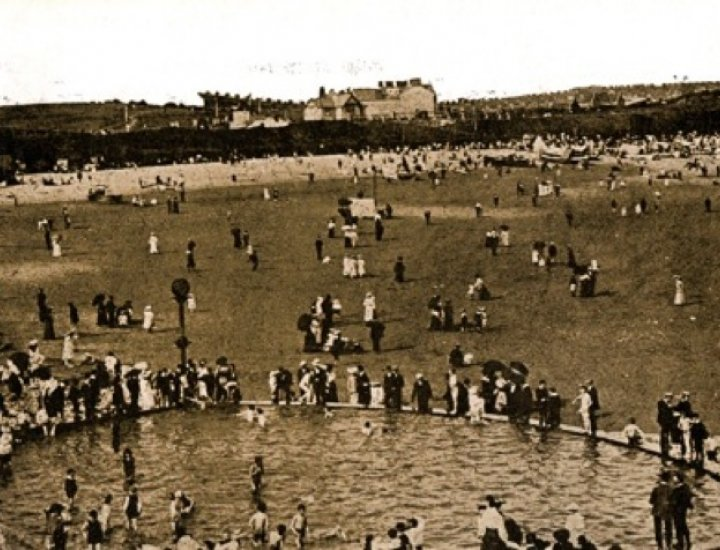 Barry Island before the shelters were built
